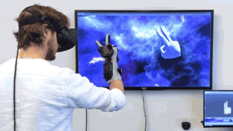 Featured image of Power Glove Reinvented for VR with Arduino and 3D Printing