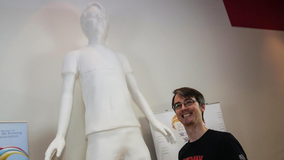Youtuber James Bruton 3D Prints Record-Breaking 12-Foot Sculpture of Himself | All3DP