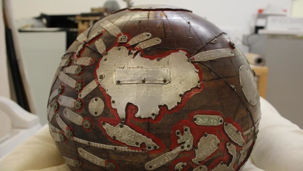 braille globe