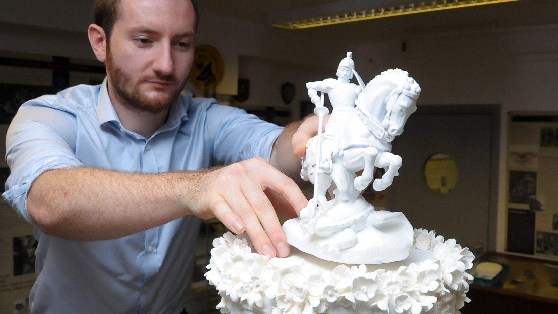 3D Scanning and Printing Save British Monarchy's Wedding Cake | All3DP