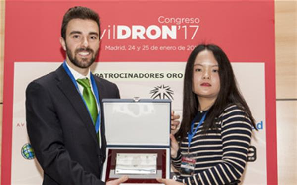 The UrbanBees team receives its award at CivilDRON 2017
