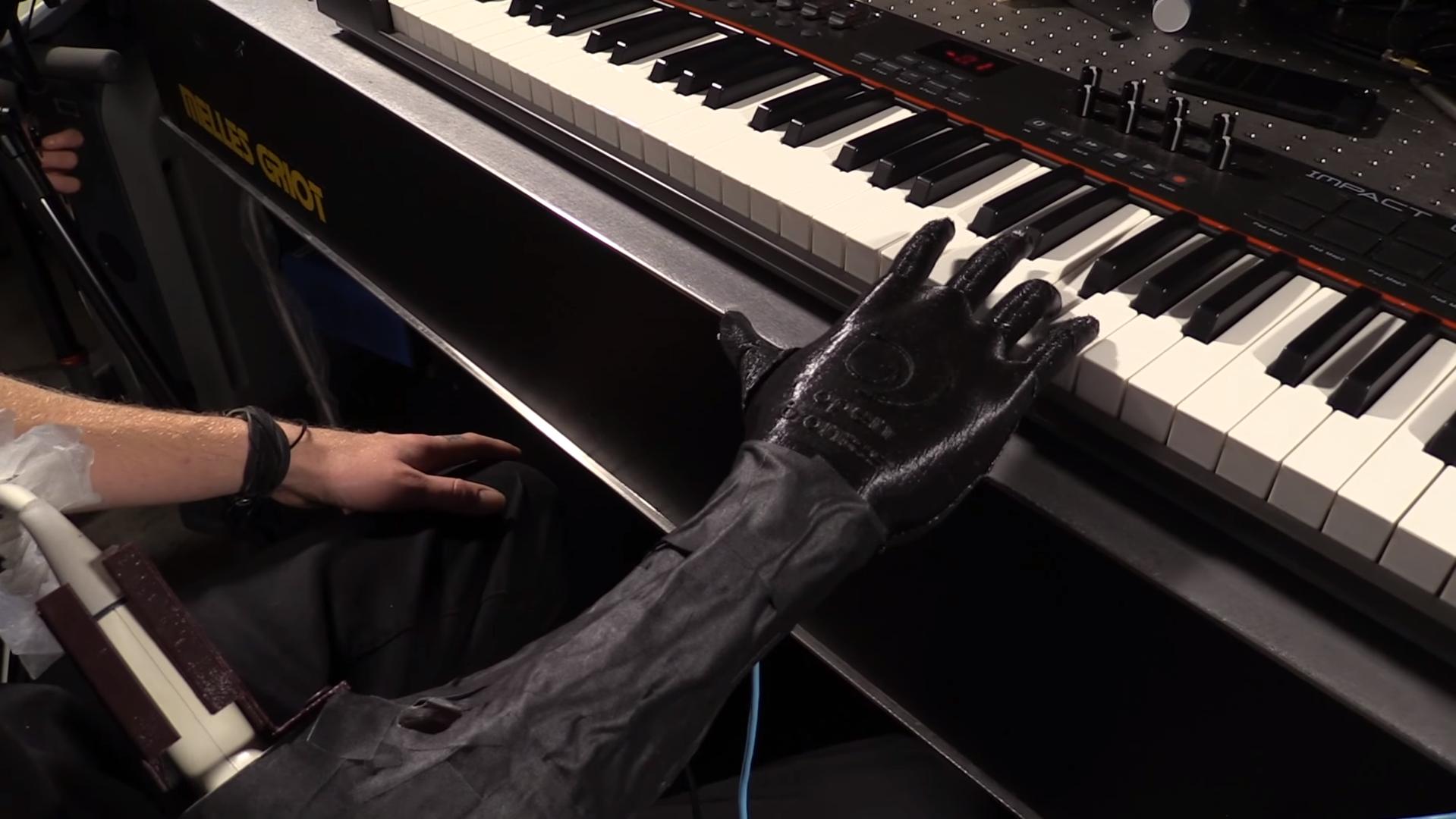 Amputee Musician Tests Luke Skywalker Hand | All3DP