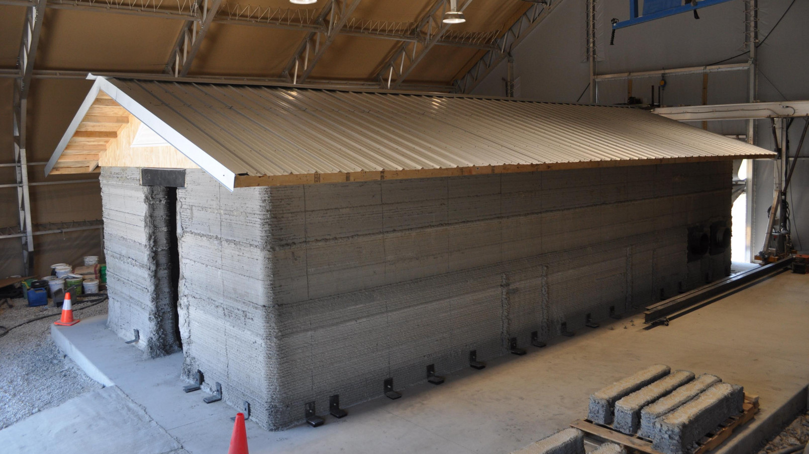 Army Engineer Research & Development Center Creates Largest 3D Printed Building in US | All3DP