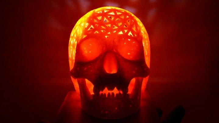 Featured image of Weekend Project: Make Your House Haunted with a 3D Printed Halloween Skull Lamp