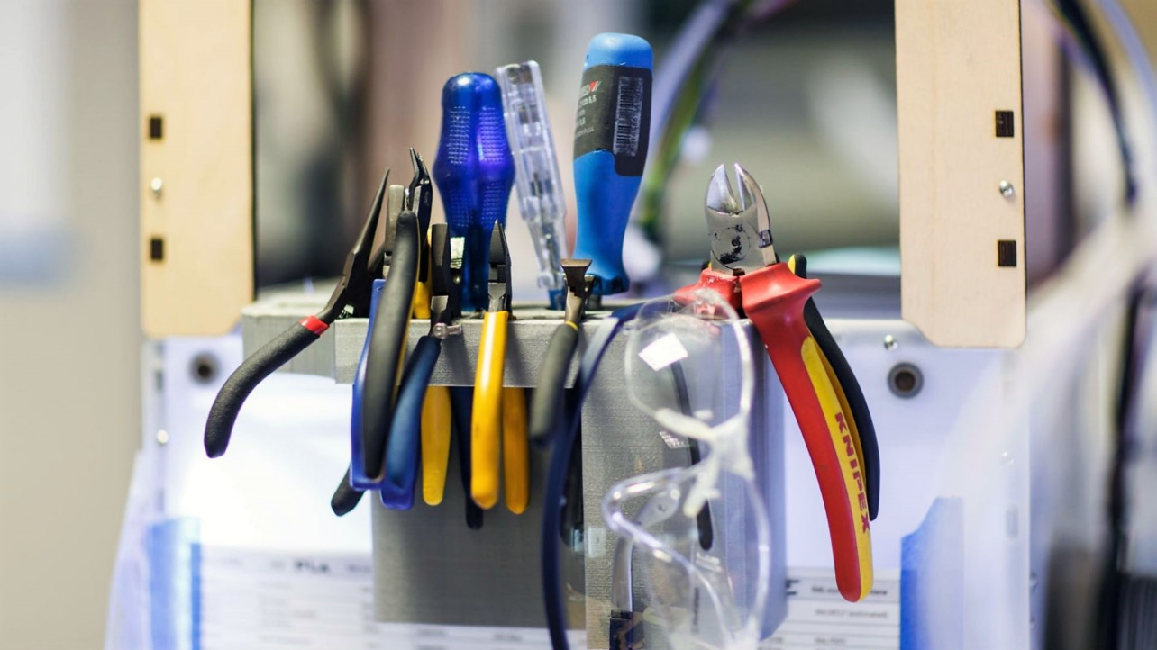 Featured image of 3D Printing Tools – 8 Must-Haves (And More) for Your Toolbox