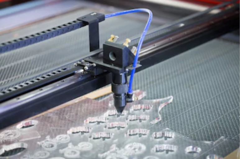 Acrylic sheet-carving machine.