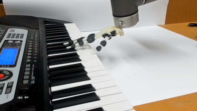 Featured image of 3D Printed Robotic Hand Plays Holiday Tunes on the Piano