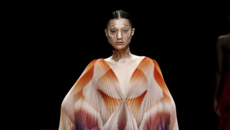 Featured image of Iris van Herpen Showcases 3D Printed Face Jewelry in Shift Souls Collection