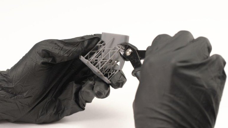 Supports can be removed with flush cutters.