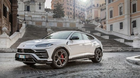 Featured image of Carbon and Lamborghini Make the Unmakeable for new Urus SUV