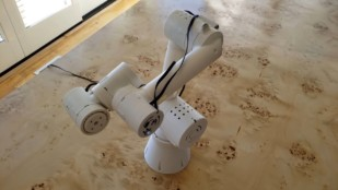 Featured image of Weekend Project – Six-Axis Robot Arm