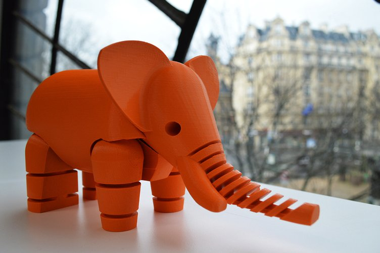 An adorable 3D printed elephant.