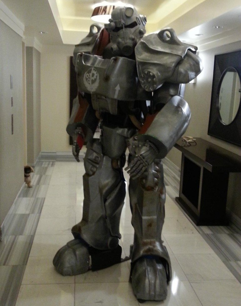 The T-60 power armor suit weighs in at 90 lbs.