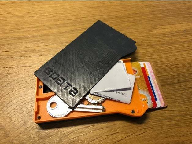 A highly functional wallet with high capacity.